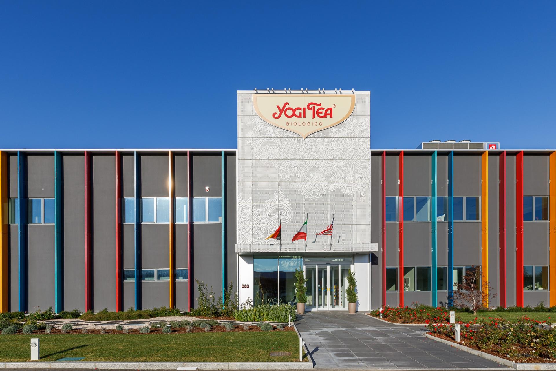 TeaPak - Yogi Tea, Fotografia di Interni | Servizio fotografico di architettura ed di interni dello stabilimento produttivo e degli uffici dell'azienda imolese TeaPak, progetto di Open Project