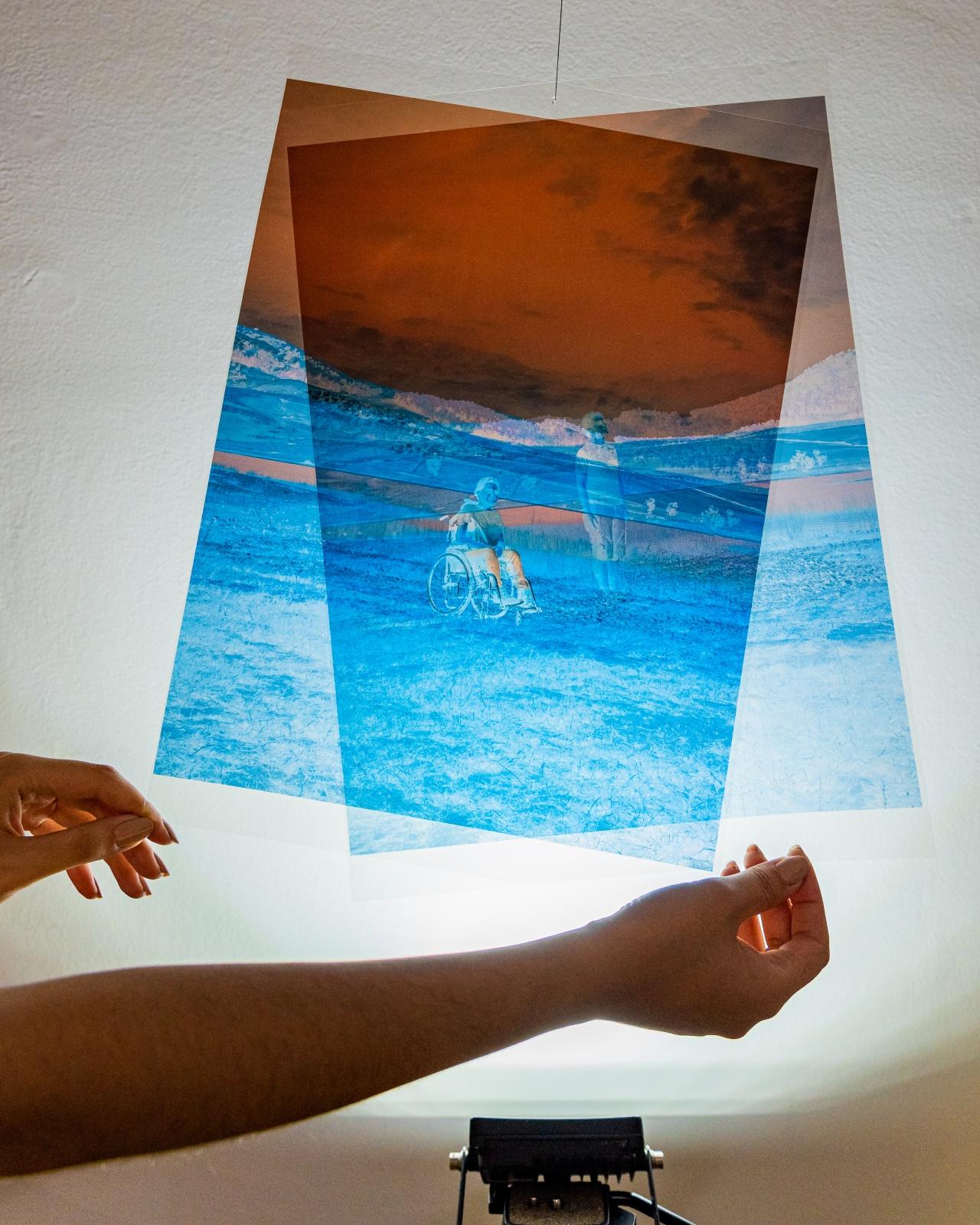 Incontri, 2021 - fotografia, performance - acetato e filo da cucito - 30x42cm