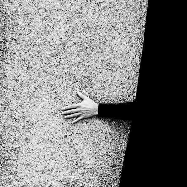 - Senza titolo -  - (Dalla serie: Il bianco e il Nero)  Carta Hahnemuhle Photo Rag Baryta Dimensione: 30x30 cm Tiratura limitata (10) Firmata sul retro. Con cornice artigianale o senza. Certificato di autenticità.